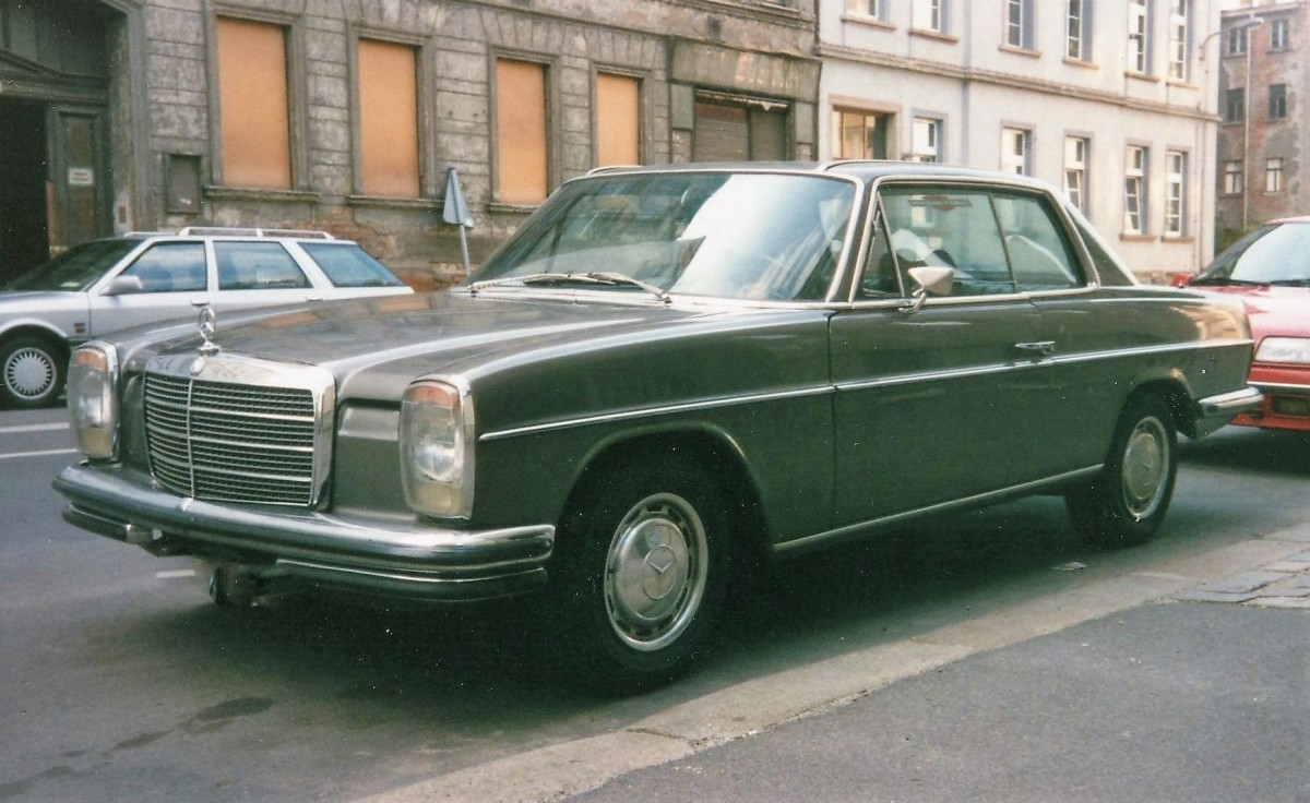 mercedes benz coup baureihe w114 280ce baujahr 1969 73 im sommer 1997 in leipzig. Black Bedroom Furniture Sets. Home Design Ideas