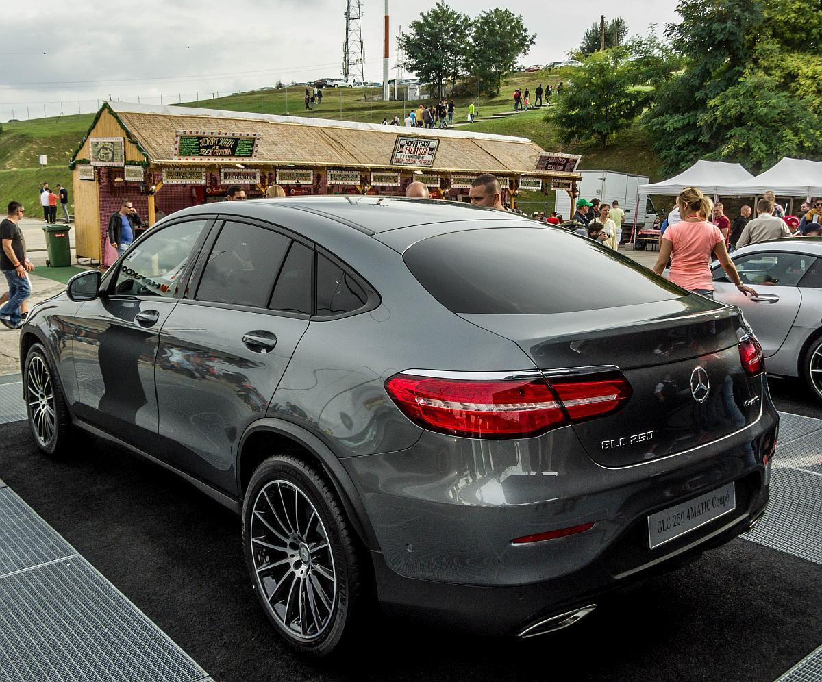 Gel ndewagen und suvs mercedes benz for Mercedes benz delaware