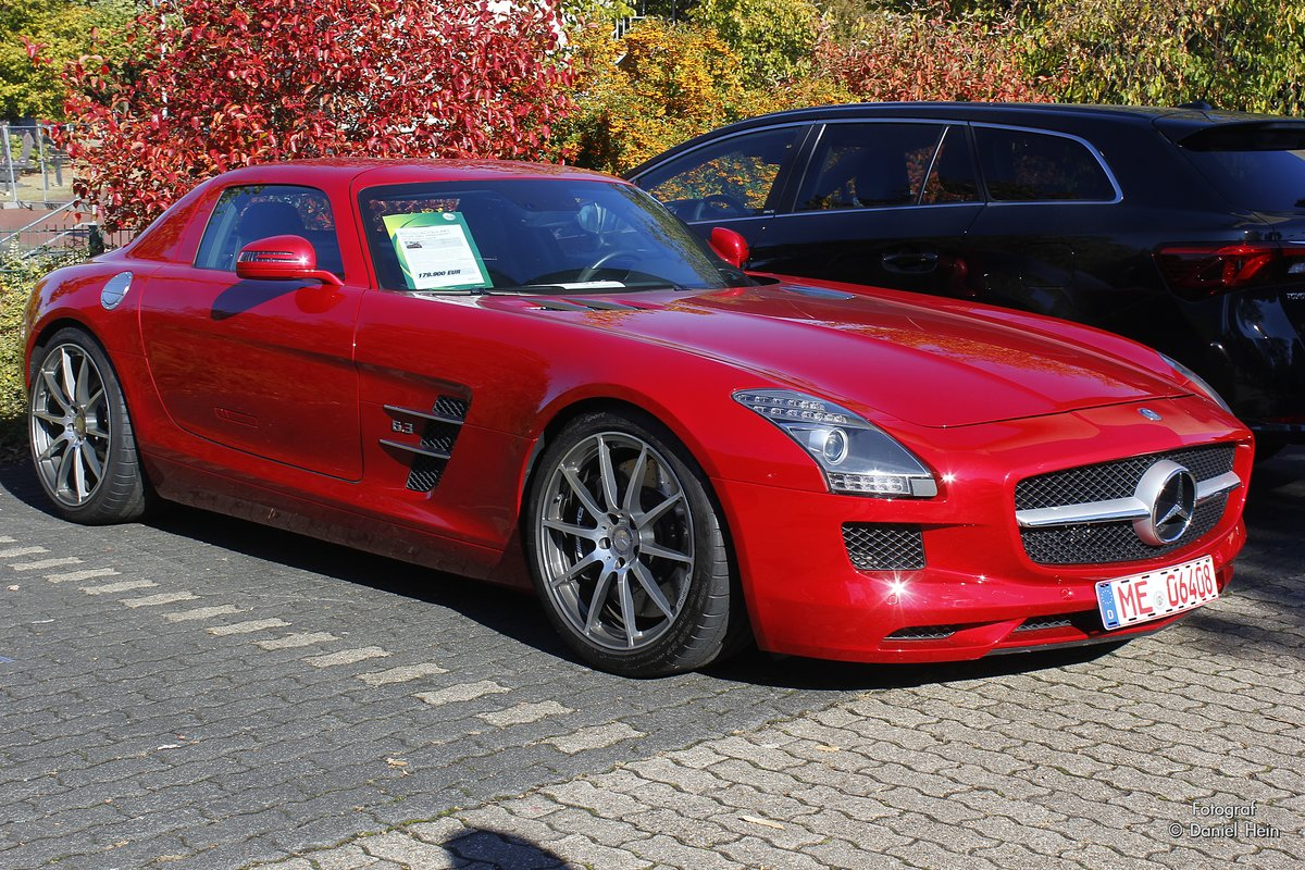 mercedes benz sls amg in rot bei cars coffee in d sseldorf am. Black Bedroom Furniture Sets. Home Design Ideas