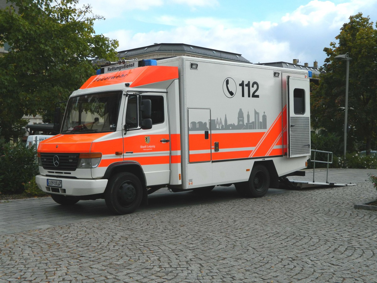 mercedes benz vario 818d als adipositas rtw der feuerwehr der stadt leipzig am. Black Bedroom Furniture Sets. Home Design Ideas