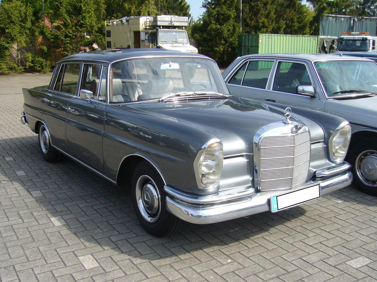Mercedes benz w 110 w 111 heckflosse limousine fotos for Sb mercedes benz