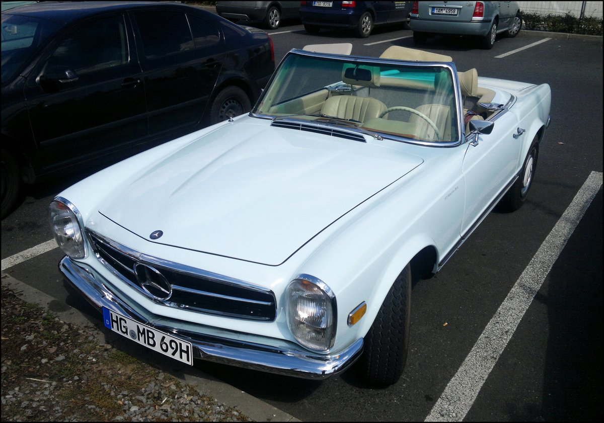 mercedes benz w113 280sl cabrio in prag am 20. Black Bedroom Furniture Sets. Home Design Ideas