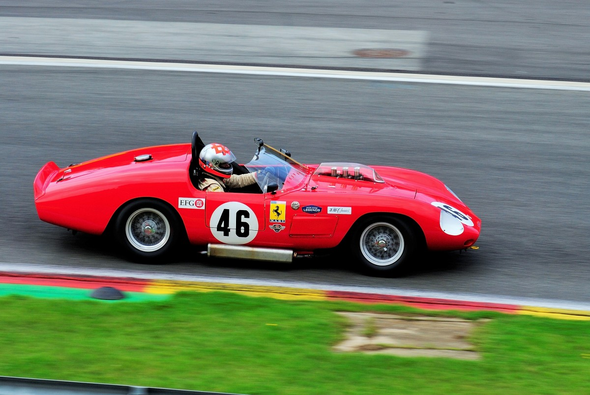 Mitzieher des FERRARI 246S, Bauj.1960, 2417 ccm, bei der Woodcote Trophy & Stirling Moss Trophy, am 20.Sep.2014 in Spa Francorchamps.