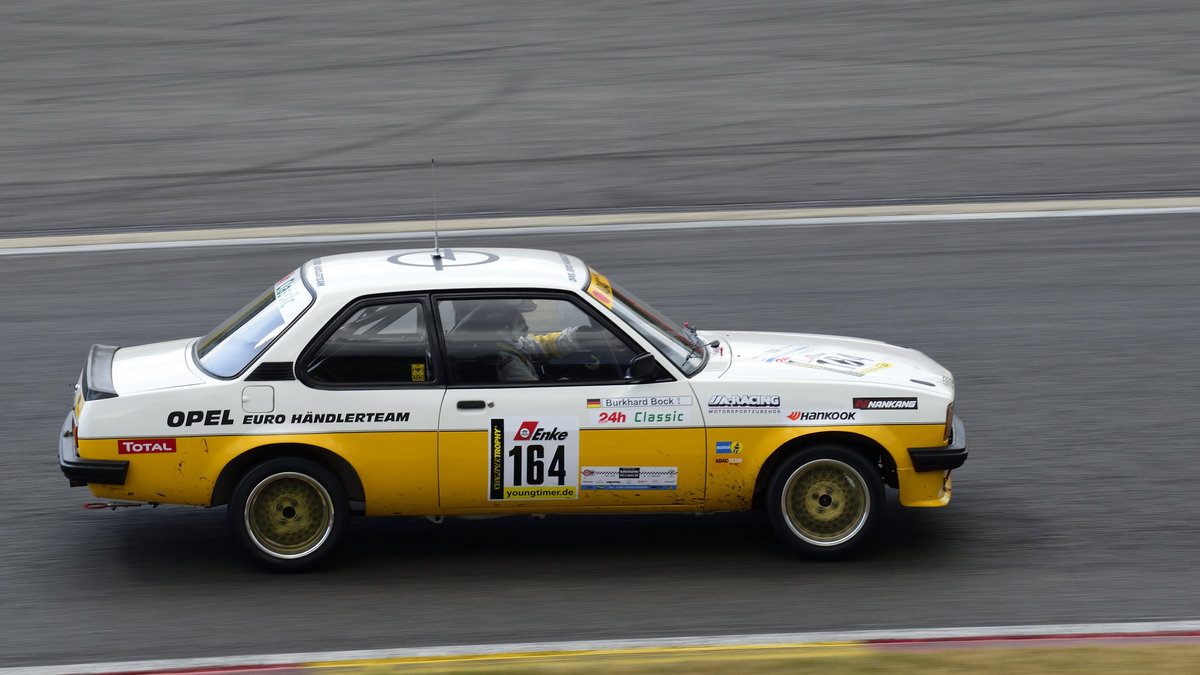 Opel Ascona B, Youngtimer Trophy Rennen 1,Mitzieher im Gegenlicht, Youngtimer Festival in Spa Francorchamps am 15.07.2018