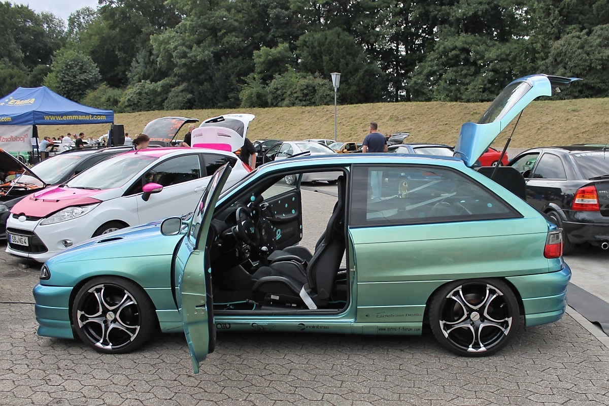 opel astra f bei den grefrath tuning days 11. Black Bedroom Furniture Sets. Home Design Ideas