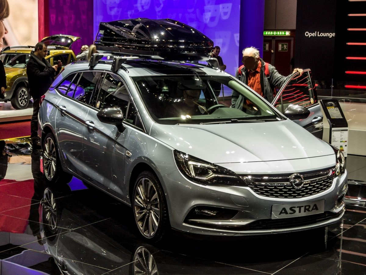 opel astra k sports tourer ausgestellt auf dem autosalon. Black Bedroom Furniture Sets. Home Design Ideas