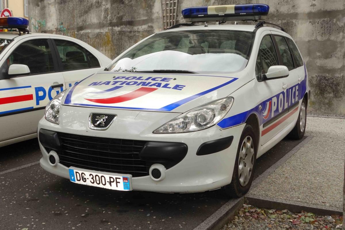 Peugeot Lourdes : peugeot als polizeifahrzeug gesehen in lourdes im september 2015 ~ Gottalentnigeria.com Avis de Voitures