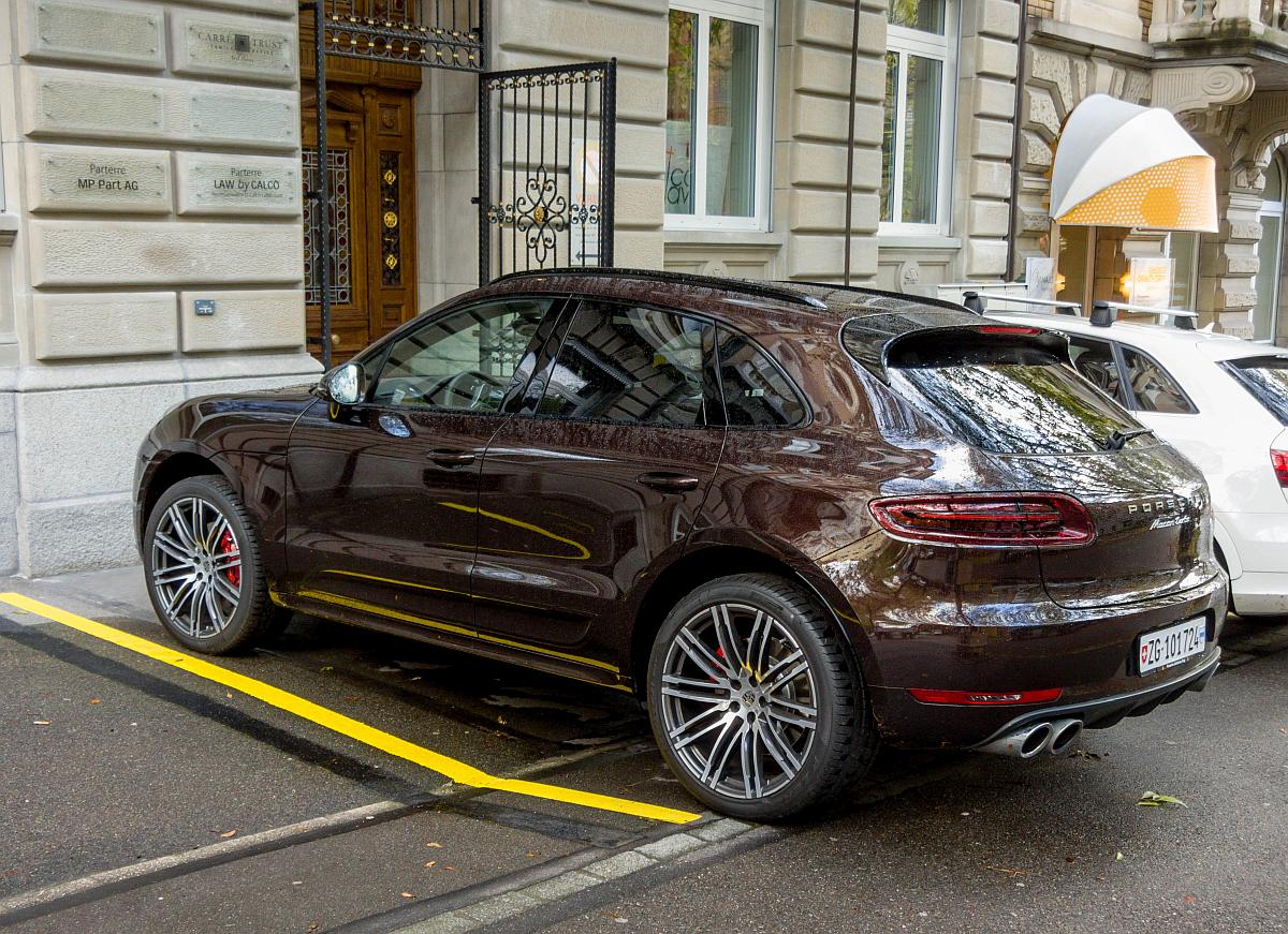 porsche macan in einer seltenen farbe gesehen in z rich am. Black Bedroom Furniture Sets. Home Design Ideas