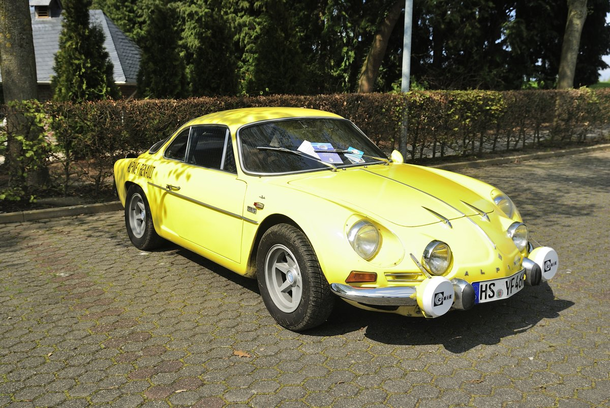 renault alpine a110 berlinette 1300s beim oldtimertreffen der oldtimer ig grenzland am 1 mai. Black Bedroom Furniture Sets. Home Design Ideas