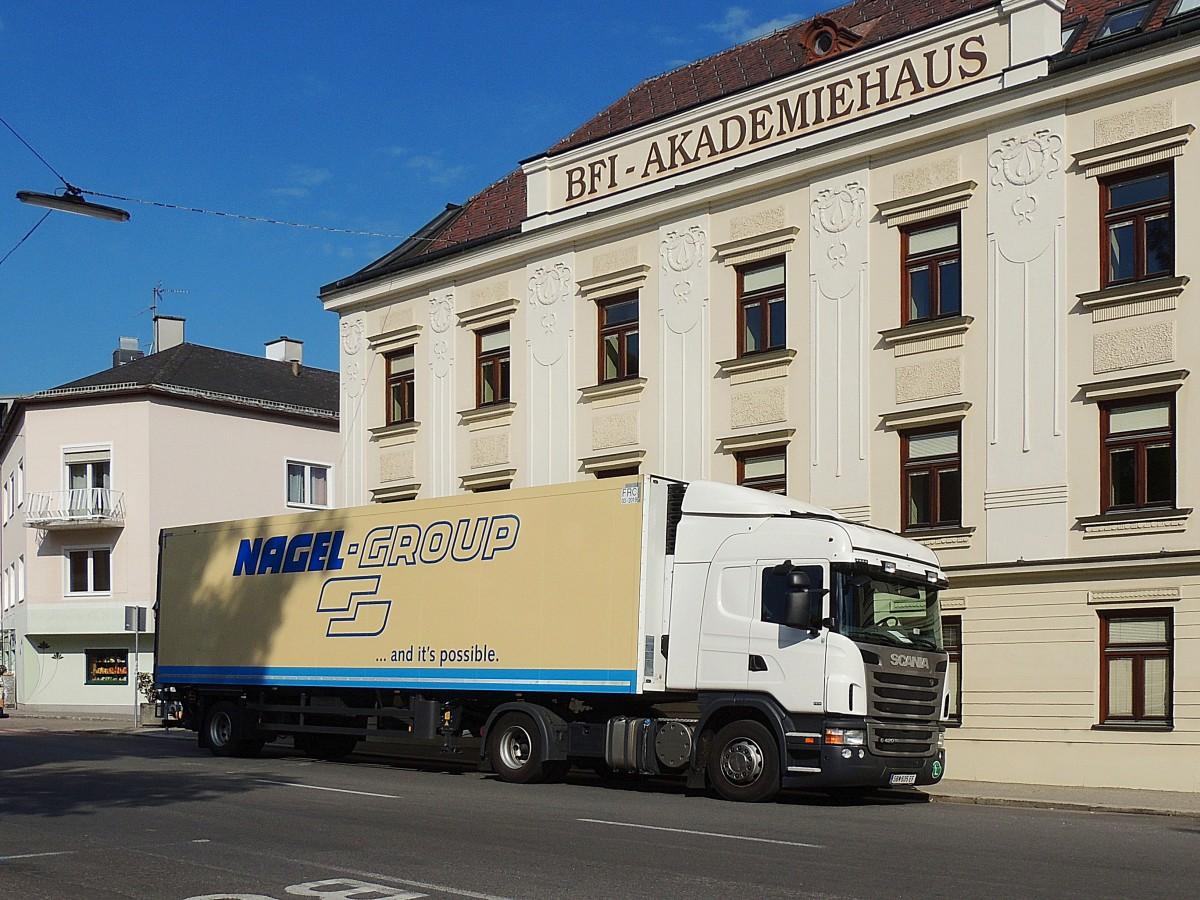 SCANIA-G420, liefert im Nagel-Group Auflieger Waren des täglichen ...