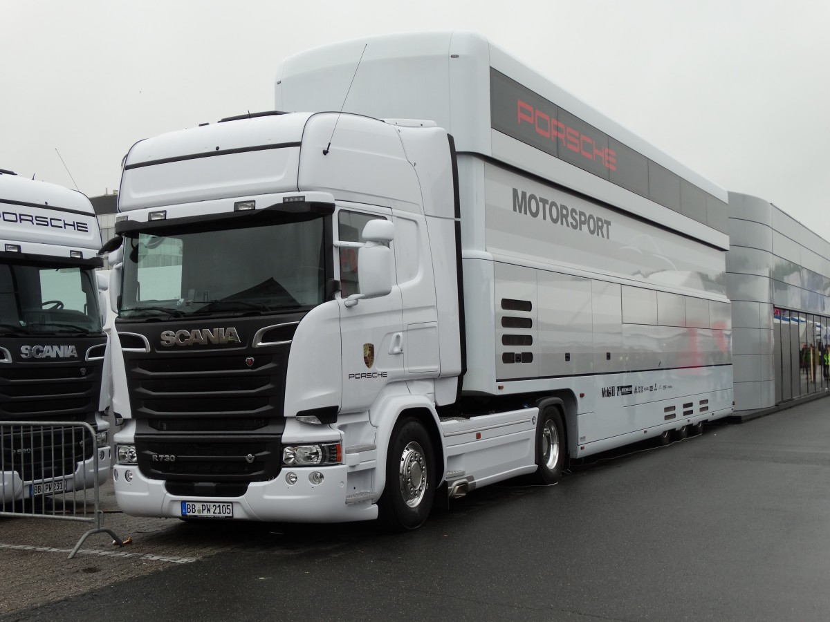 scania porsche motorsport lkw am auf dem hockenheimring beim dtm rennen. Black Bedroom Furniture Sets. Home Design Ideas