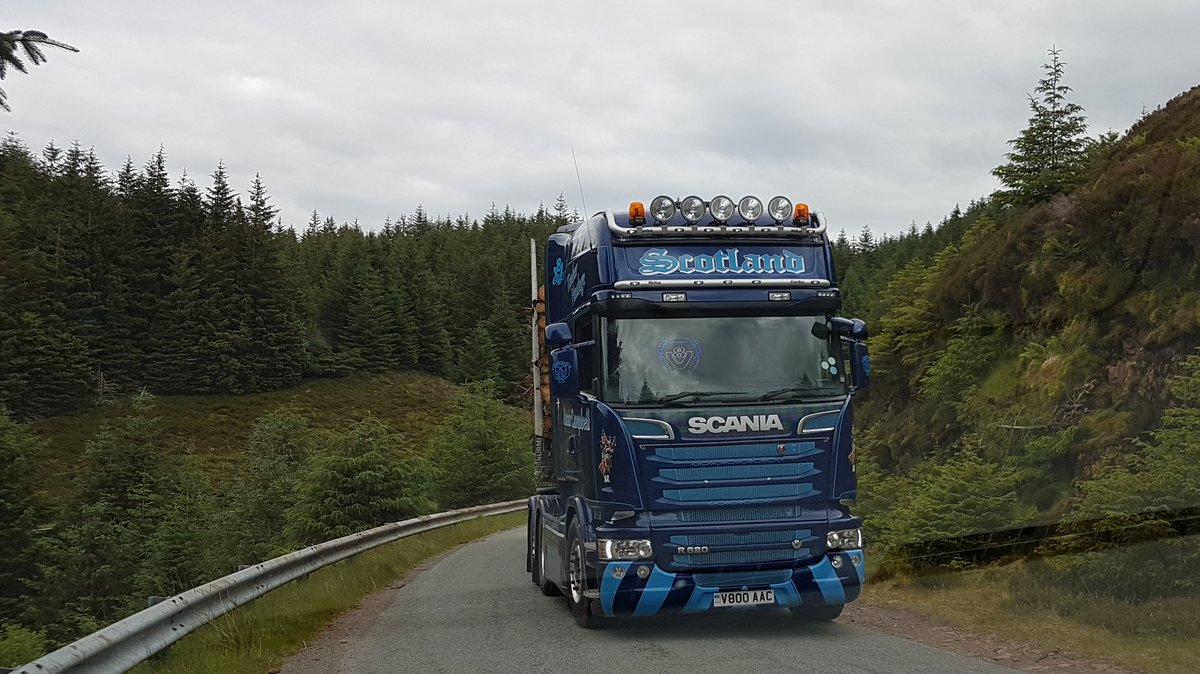 Scania R620 der schottischen Spedition von Alistair Campbell am 10.07.2017 in der Nähe der Isle of Skye in Schottland.