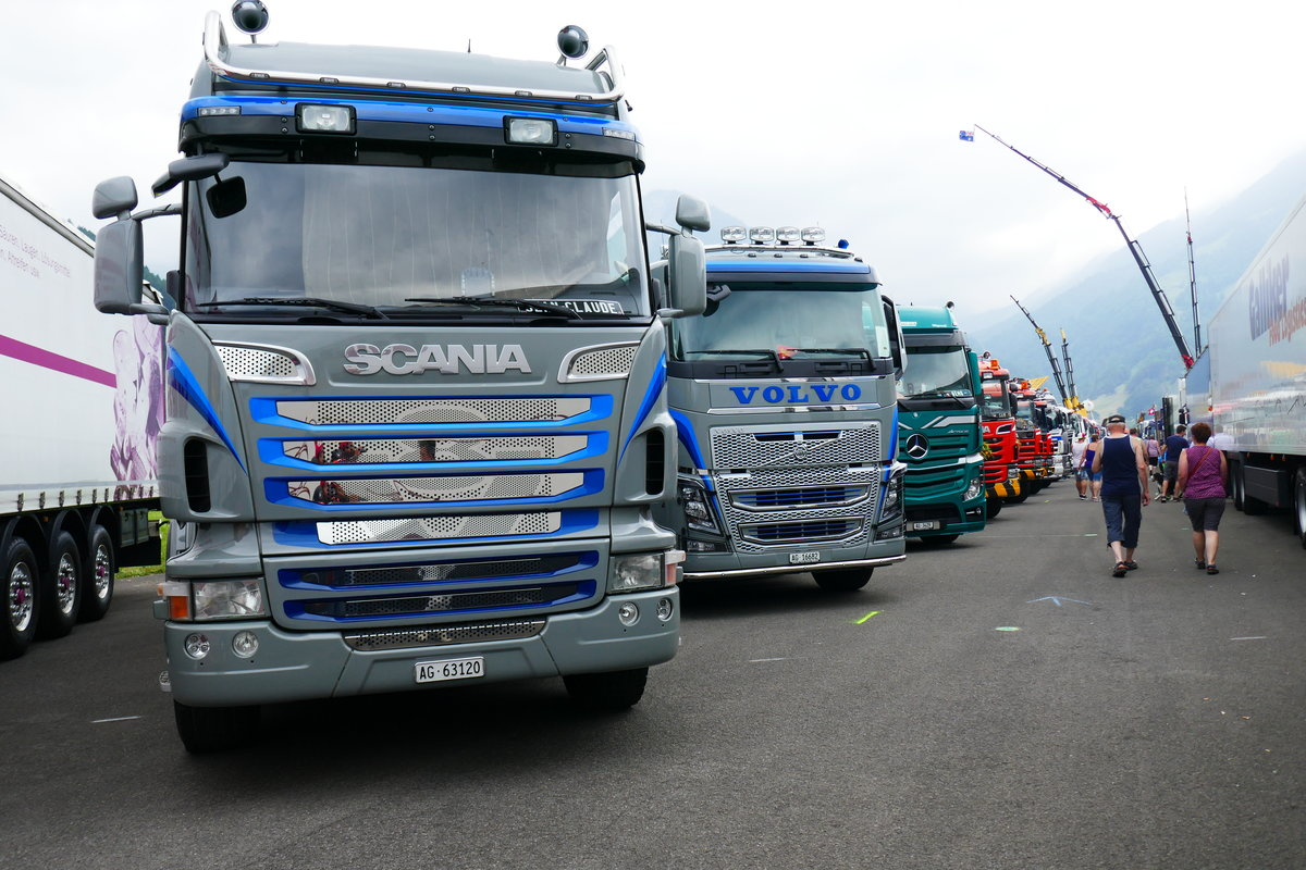 Scania und Volvo am 24.6.17 am Trucker Festival in Interlaken.