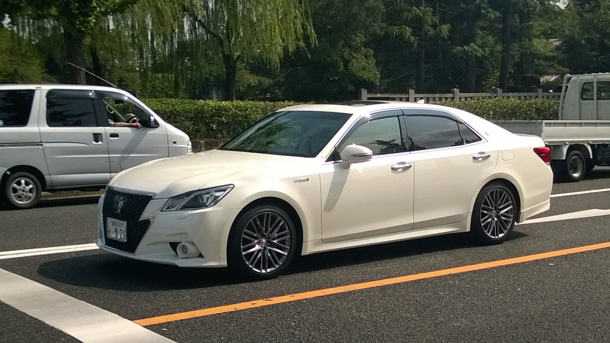 Himeji Japan  city photo : Toyota Crown Hybrid in Himeji, Japan September 2015 Fahrzeugbilder ...
