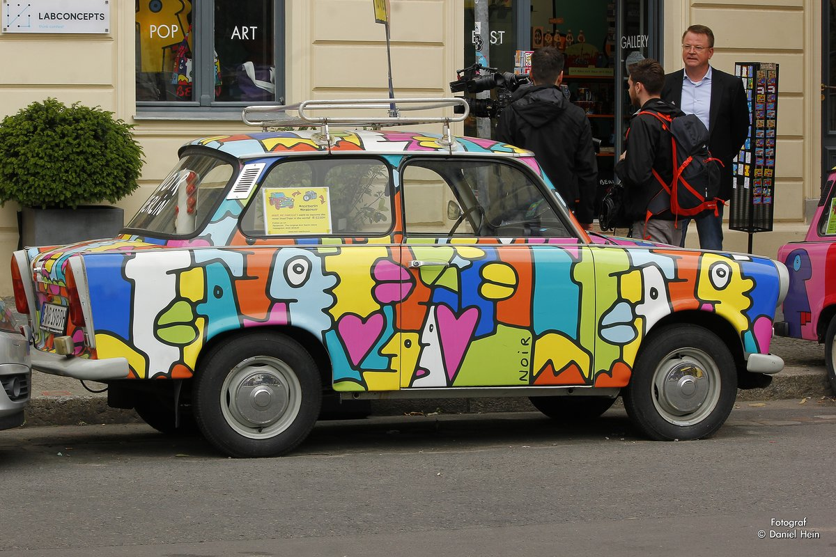 Trabant in bunter Lackierung in Berlin, am 12.08.2016.