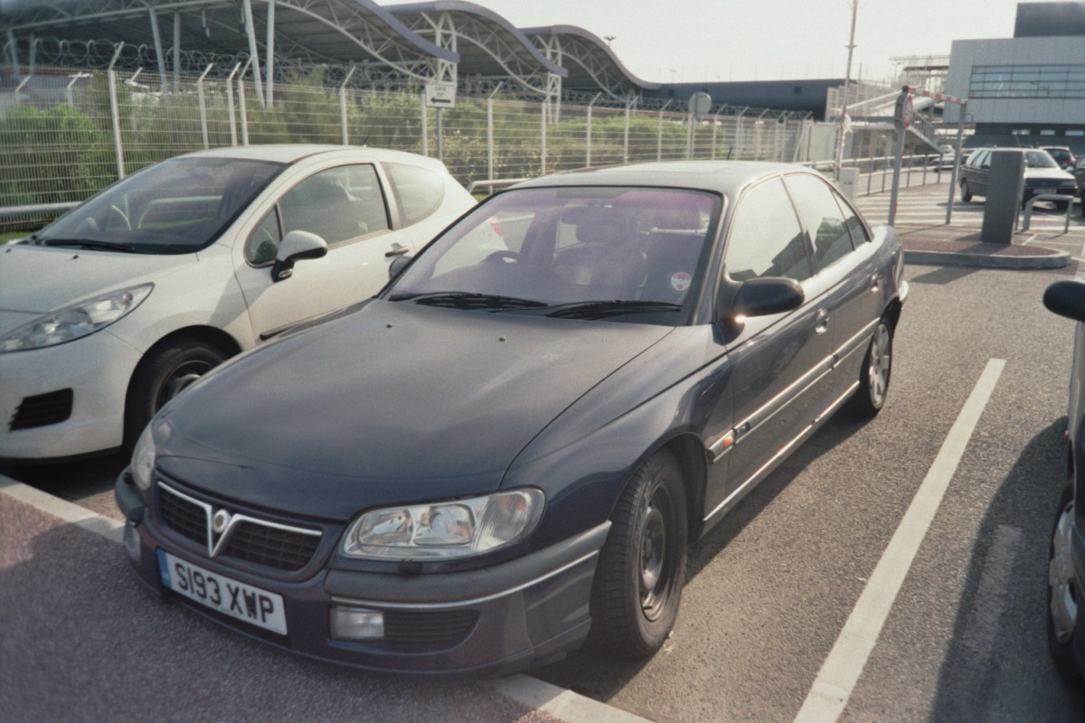 Vauxhall Omega Elite in Calais, Frankreich (August 2011)