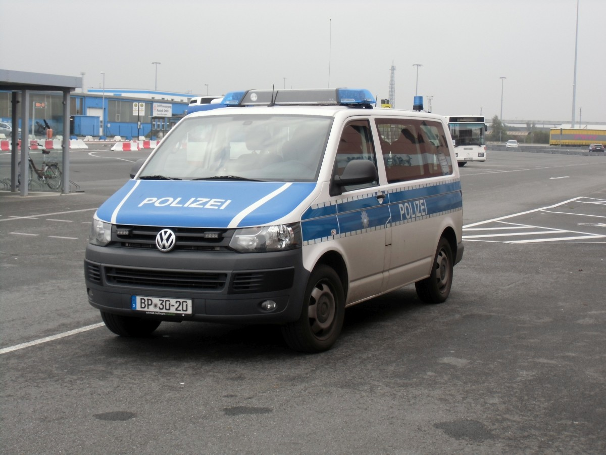vw t5 der bundespolizei am f hrhafen rostock am. Black Bedroom Furniture Sets. Home Design Ideas