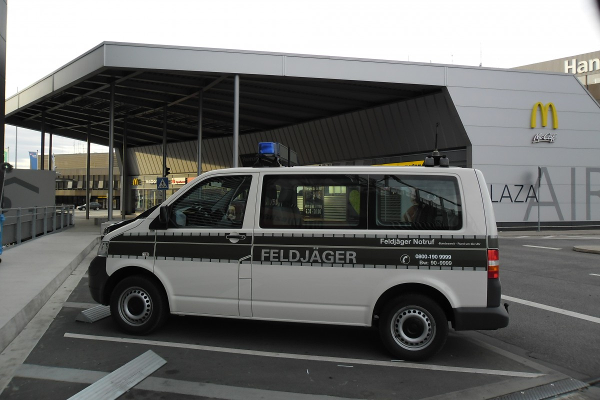 vw t5 feldj ger am am aiport hannover. Black Bedroom Furniture Sets. Home Design Ideas
