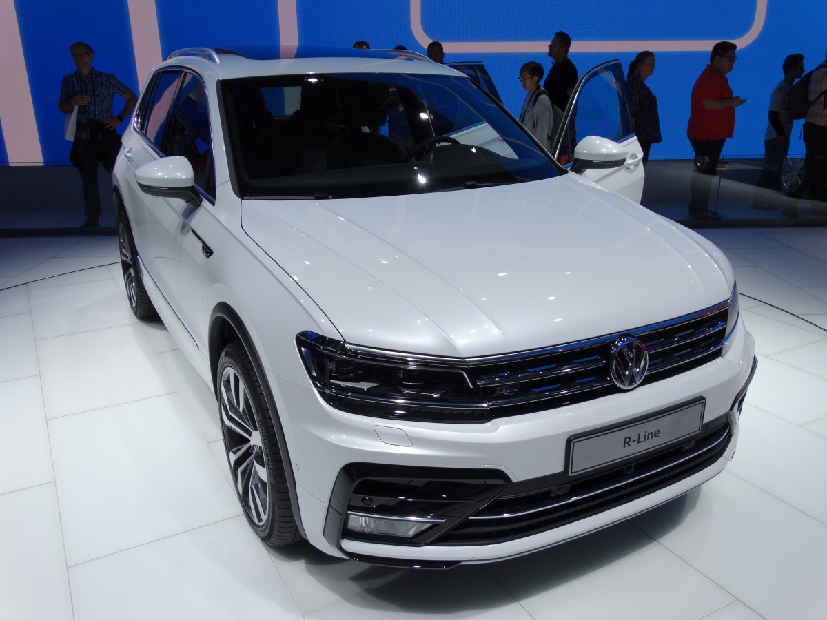 vw tiguan r am auf der iaa in frankfurt am main. Black Bedroom Furniture Sets. Home Design Ideas