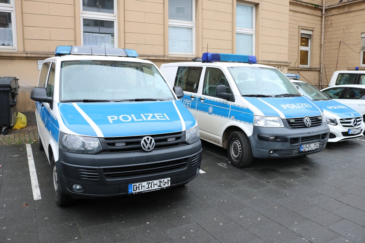 Zwei Bundespolizei VW T5 am 01.02.20 in Mainz Hbf
