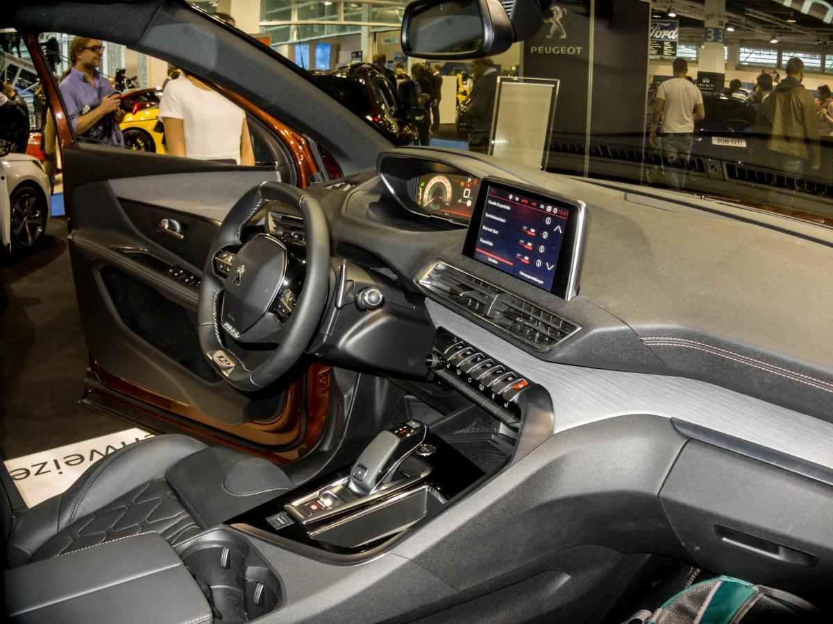 Zweite generation des peugeot 3008 2017 interieur foto for Peugeot 6008 interieur