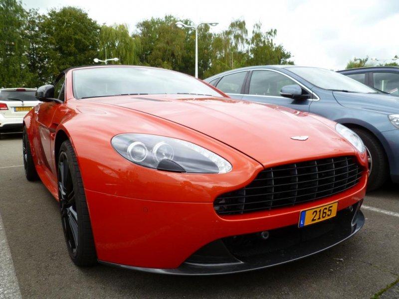 Aston Martin V 8 Vantage Roadster Aufgenommenam 31 08 Am Rande Der Luxembourg Classic Days 2014 In Mondorf Fahrzeugbilder De