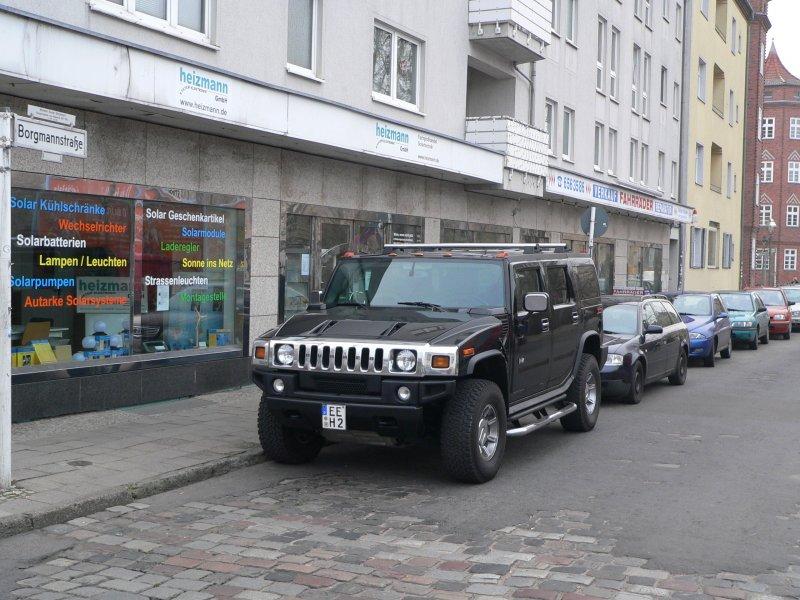 ein hummer h2 berragt in berlin k penick geparkte autos. Black Bedroom Furniture Sets. Home Design Ideas