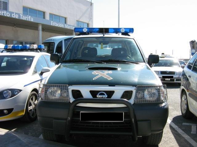 ein nissan gel ndewagen der spanischen polizeieinheit guardia civil. Black Bedroom Furniture Sets. Home Design Ideas