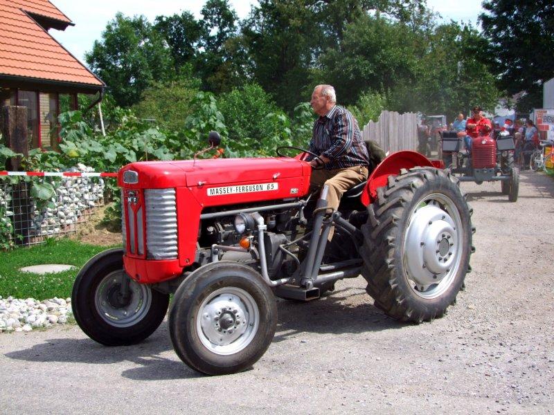 traktor versichern schwarzes kennzeichen kfz versicherung. Black Bedroom Furniture Sets. Home Design Ideas