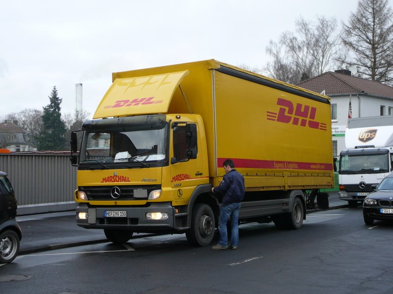 mb atego der dhl auf auslieferungstour am in fulda. Black Bedroom Furniture Sets. Home Design Ideas