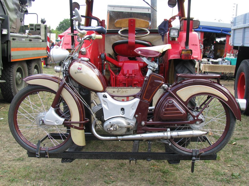 moped simson sr 2 e beim 8 oldtimertreffen hagenow. Black Bedroom Furniture Sets. Home Design Ideas