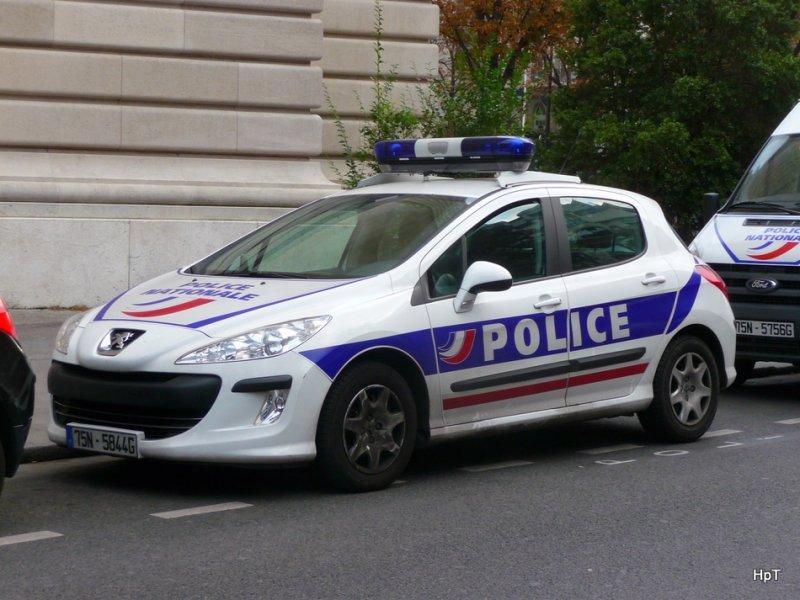 polizei paris peugeot 75n5844 unterwegs in der stadt paris am. Black Bedroom Furniture Sets. Home Design Ideas