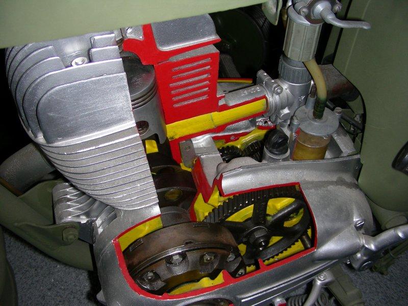 Musées de la moto etc. - Page 3 Schnittmodell-eines-mz-es-motorsin-ausstellungsraeumen-6409