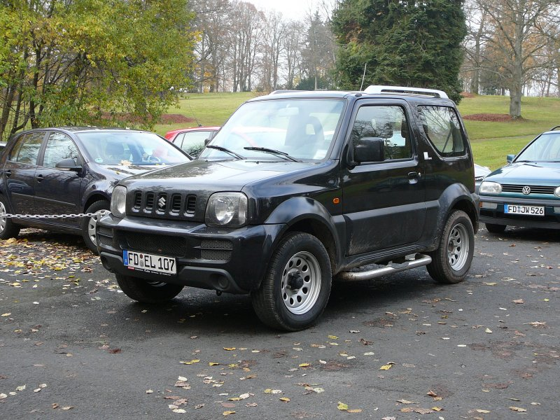suzuki jimny mit angebautem salzstreuer als winterdienstfahrzeug der firma universal reinigung. Black Bedroom Furniture Sets. Home Design Ideas