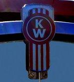 KW für Kenworth Truck Company, Kühleremblem an einem Truck der US-amerikanischen Firma für Nutzfahrzeuge, Jan.2017,