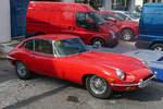 Jaguar E-Type Serie I, leider 'nur' in der US-Ausführung, wie man an den seitlichen Zusatzbegrenzungsleuchten erkennen kann, am 31.08.2010 im spanischen Denia.