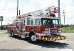 Pierce Ladder Truck  Terrytown Fifth District Volunteer Fire Department # 538  aufgenommen am 26. Mai 2016 in Terrytown, Louisiana / USA.