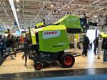 Claas Rollant 340 RC am 18.11.17 auf der Agritechnica in Hannover