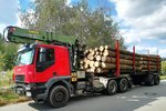 Iveco Trakker Holztransport.