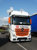 DB Schenker Mercedes Benz Actros am 20.08.17 in Frankfurt am Main