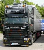 =Scania-Sattelzug der Spedition KIND steht im Mai 2018 am Rasthof Fulda-Nord