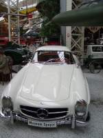 Ein Mercedes Benz 300 SL in Technik Museum Speyer am 19.02.11
