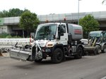 STRABAG Unimog U400 Kehrmaschine am 28.07.16 in Frankfurt am Main