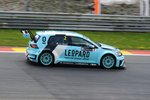 Mitzieher der Nr.2, Jean-Karl VERNAY auf VW Golf GTI TCR, W Racing Team / Leopard Racing, bei der TCR International Series 2016. Hier in Spa Francorchamps am 7.Mai 2016