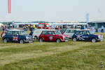 Eine Formation Mini´s im Juli 2014 in Fairford.