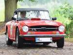 Ein British Leyland TR6 PI unterwegs in Nehringen.