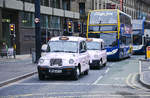 TX4 Hackney Carriage-Taxen in Portland Street in Manchester.