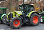 CLAAS 660 ARION Traktor am 26.11.19 Berlin Mitte.
