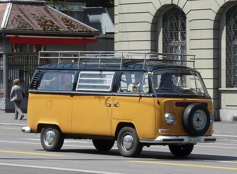 vw bus t2 be 413031 unterwegs in der stadt bern am. Black Bedroom Furniture Sets. Home Design Ideas